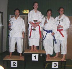 Åsa, längst till höger, vann brons i brun-/svartklassen. Grattis!
